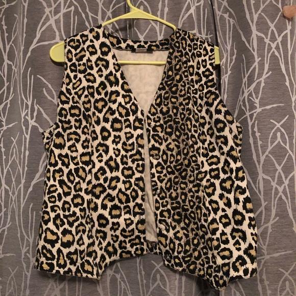 mari•lyn inc Jackets & Blazers - Leopard cheetah print vest